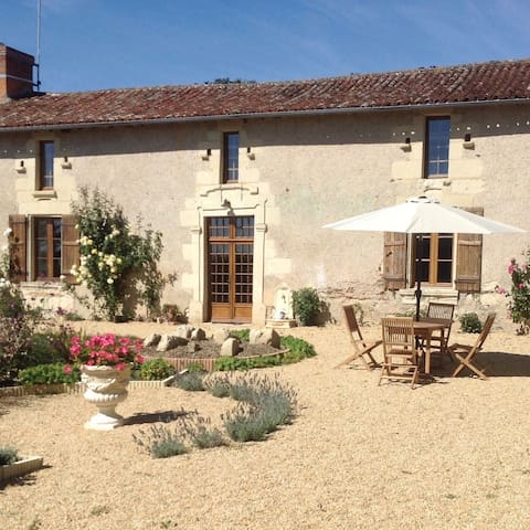 Explore the spectacular Loire Valley from here.