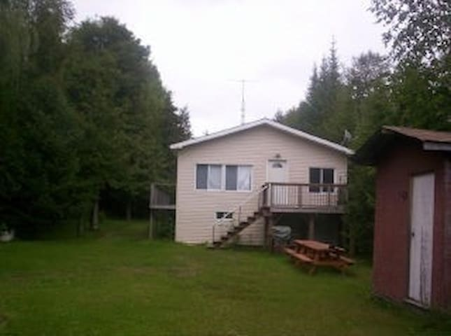Waterfront Cottage for Rent in Kawartha Lakes ON - Kirkfield - Houten huisje