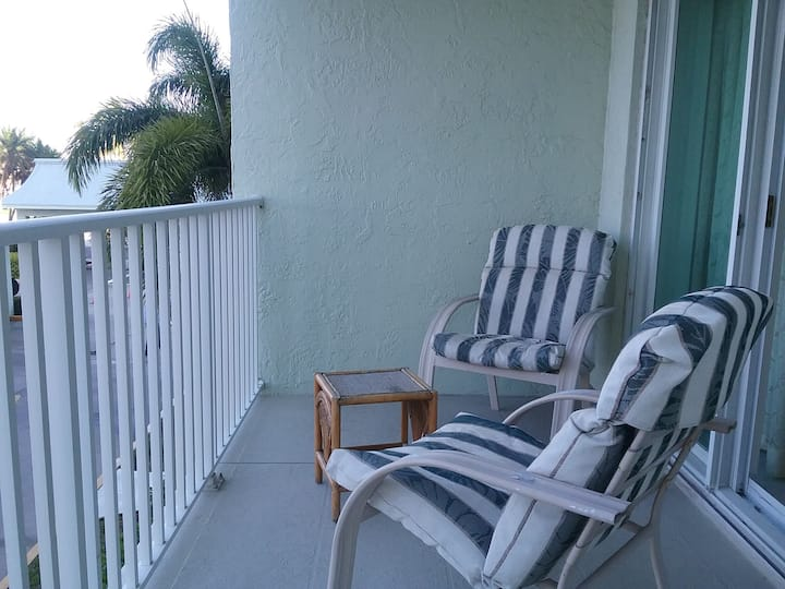 Cute Condo on 2nd Floor - Near St Pete Beach
