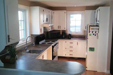 Maison avec 2 chambres près de tout - Ville de Québec