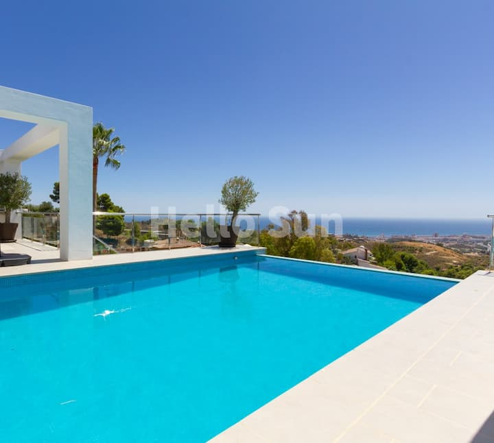 Villa Casablanca With Stunning Views in Mijas!