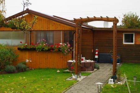 Gemütlicher Ferienbungalow - Wilhelmshaven - Blockhütte