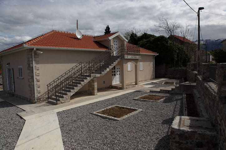 House with Pool in Montenegro - Radovići - บ้าน