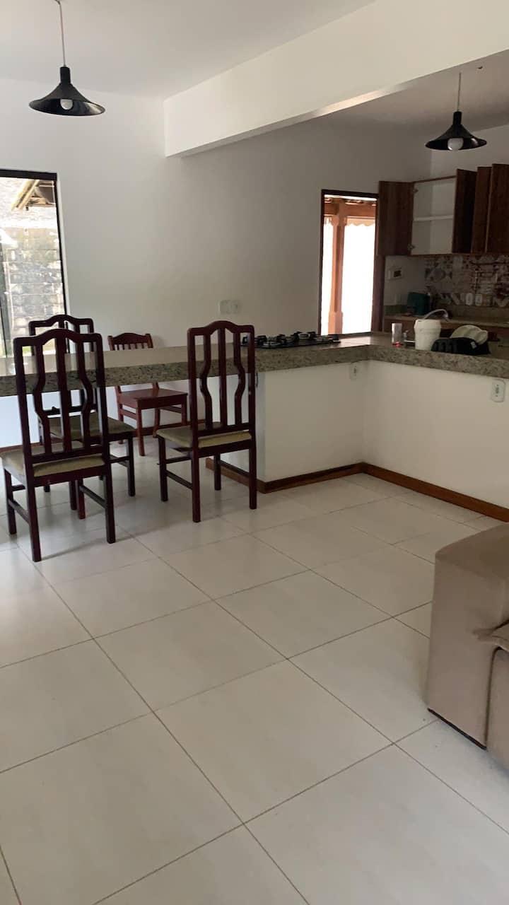 Casa c/ 2 quartos lareira p FDs em Miguel Pereira