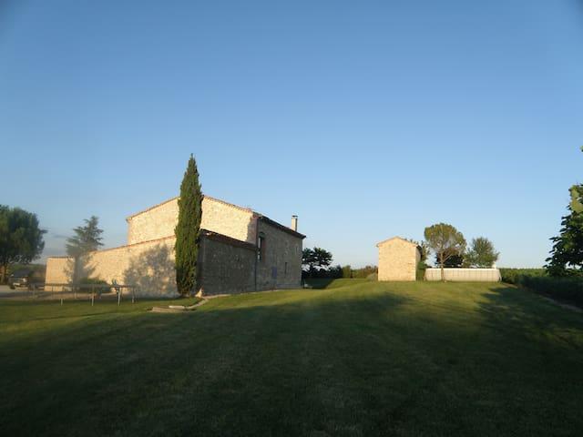 Ferme restaurée proche Lautrec - Saint-Genest-de-Contest