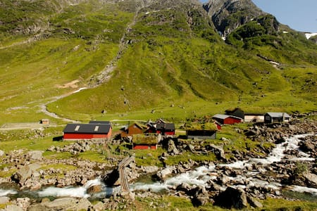 Traditional mountain cabin with amazing views. - Sandane - Cabin