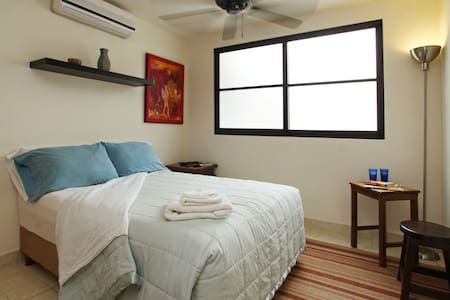 Clean and Bright with Free Internet - Cancún - Departamento