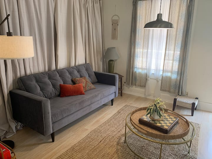 Vintage Charm | 1BR w/ W&D | Close to I-5 & DT