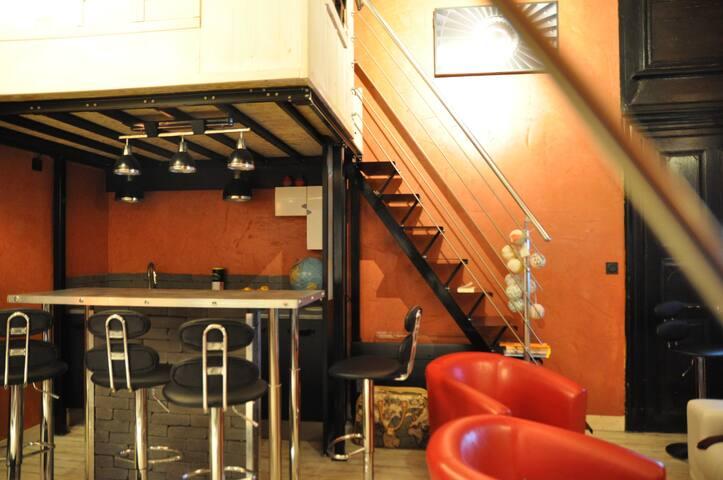 Loft hypercentre : salon et salle de bain privés