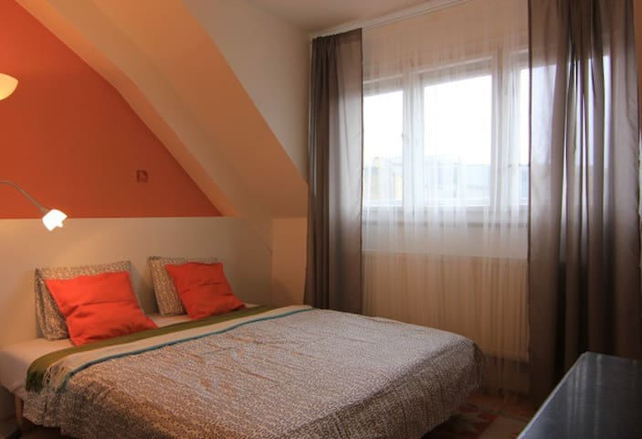 Rooftop 2bdrm 5min from Old Town Sq - Prague 1 - Apartemen