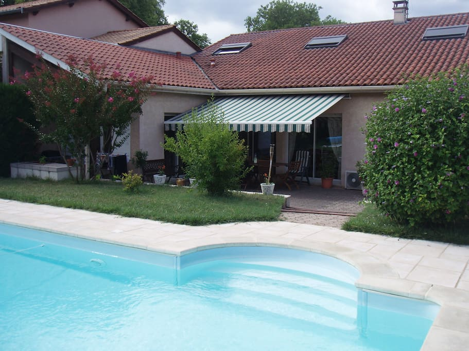 Chambre dans maison 20 min lyon houses for rent in for Pool show lyon france