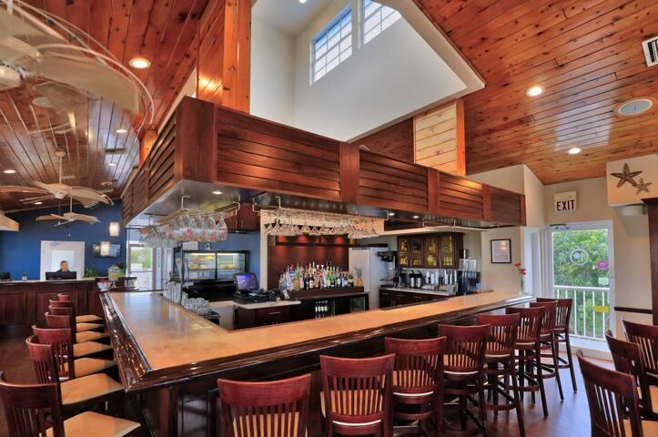 2BR/2BA Suite w/Sandy Beach, Pool, Restaurant