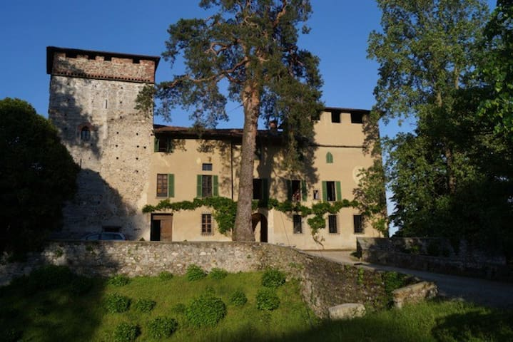 Medieval castle, Malpensa - Castelletto sopra Ticino - Apartment