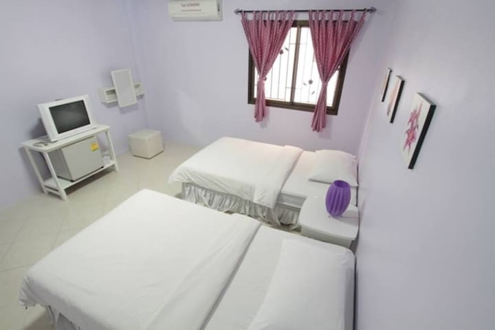 Nawaporn Place Twin bed