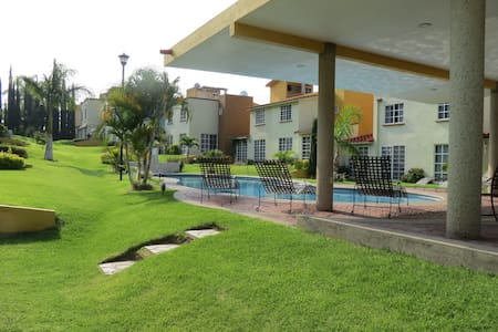 "Comfortable casita ""Velero"", pool, lake view"
