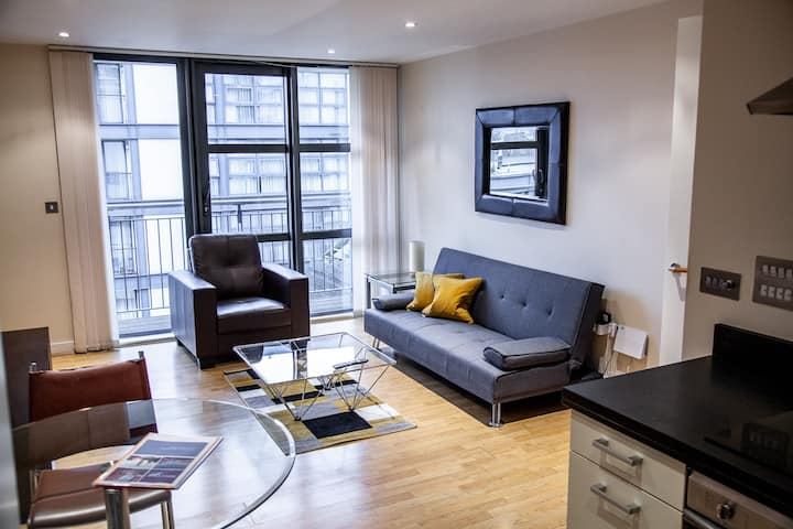 ★ Retreat to a Stylish Flat in Canary Wharf ★
