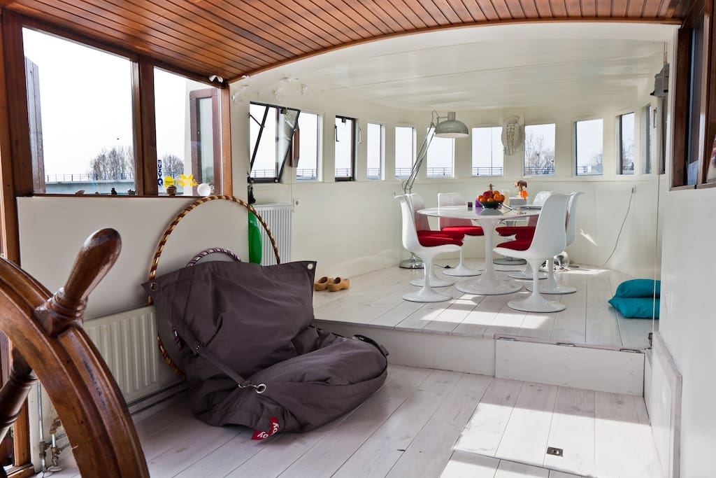 Houseboat amstel river next to park boats for rent in for Airbnb amsterdam houseboat