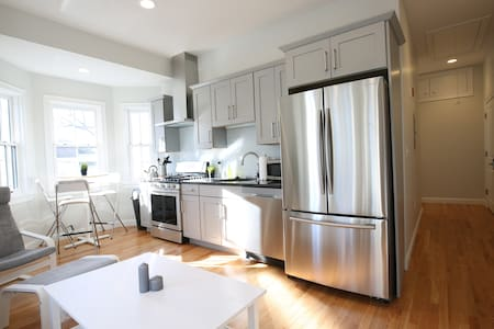 Boston is SO CLOSE!!! (3BR / 2BA) - 萨默维尔 - 公寓