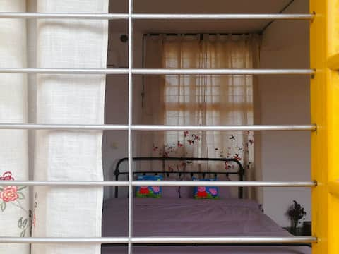 西街花艺小楼1.8m复古风铁艺大床房带露台 独栋小楼中的一个房间  近开元寺 开元盛世广场