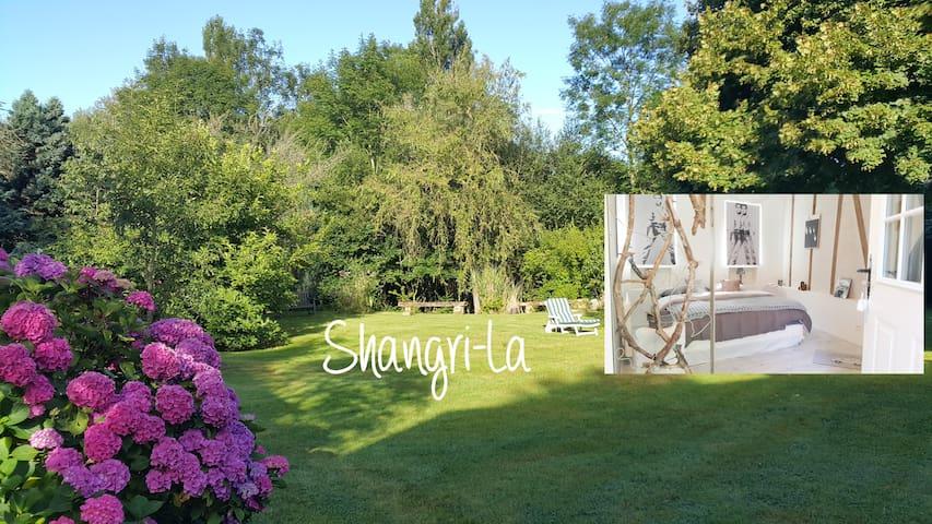 Room Shangri-La -Les Clés d'Auriane - Grumesnil - Bed & Breakfast