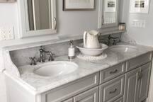 Clean bath with Soaking Tub