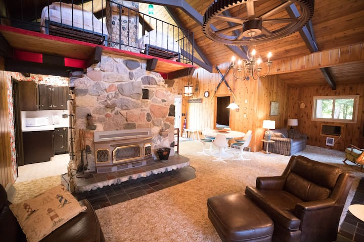 Northern Grace - 3br tranquil cabin, private lake
