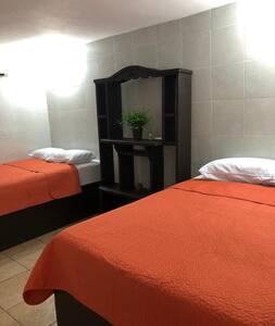 Casa Madero habitación a una cuadra Del Mar hab 4