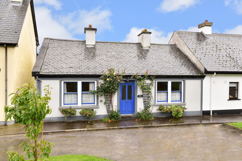 Exterior Grove Cottage