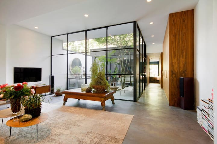 LuxuryGround Floor house in the heart of Amsterdam