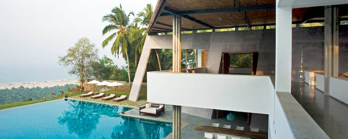 Upscale 5 Bedroom Villa Overlooking Arabian Sea