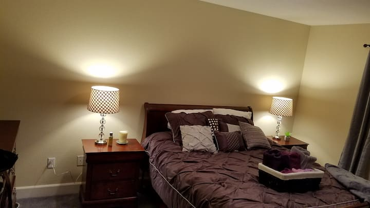 Walk downtown -Master bedroom in a quiet home