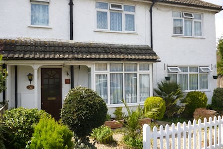 Splash Cottage Bed & Breakfast - Shepperton - Bed & Breakfast