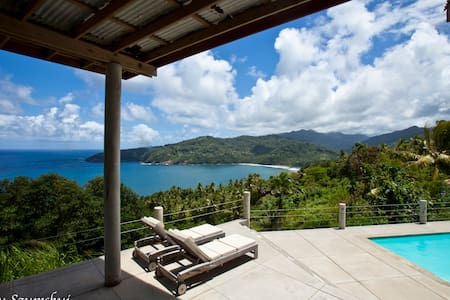 Breezy Bluff private villa with majestic views - Marigot - Huvila