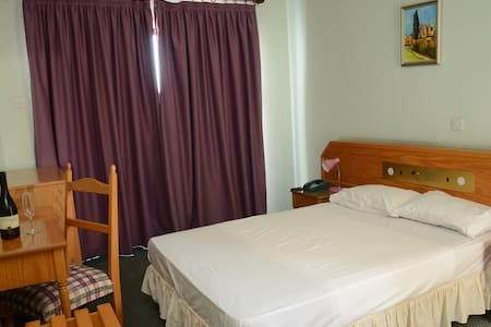 Private double room - Larnaca - Bed & Breakfast