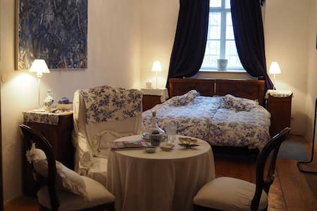 Sleep in a castle: Historic, stylish, cosy - Krems an der Donau - Vierassviitti