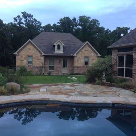 Beautiful guest house on wooded lot - Greenville - Haus