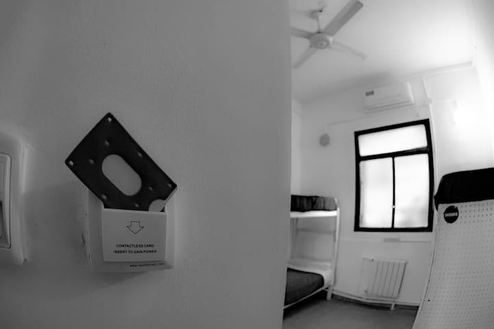 Ingreso a la habitacion con llave magnetica