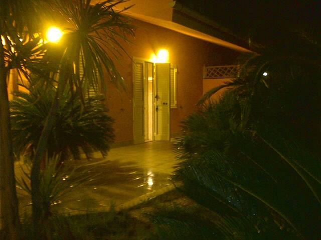 Villa a 2 piani con ampio giardino - Manfredonia - Vila