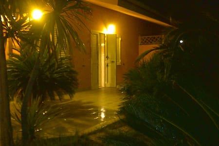 Villa a 2 piani con ampio giardino - Manfredonia - Villa