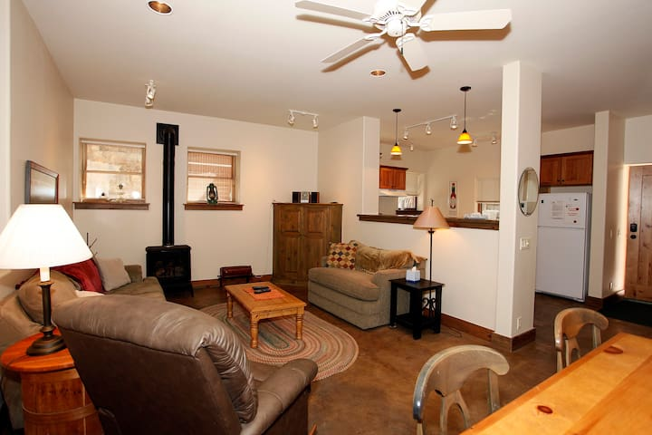 Unbeatable Location - Blocks to Downtown - Access to Outdoor Courtyard