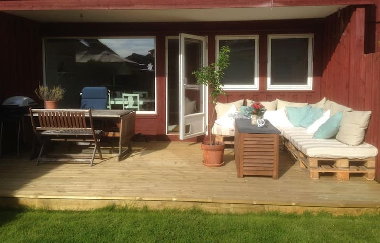 Well equipped with terrace & garden - Stavanger - Lejlighed