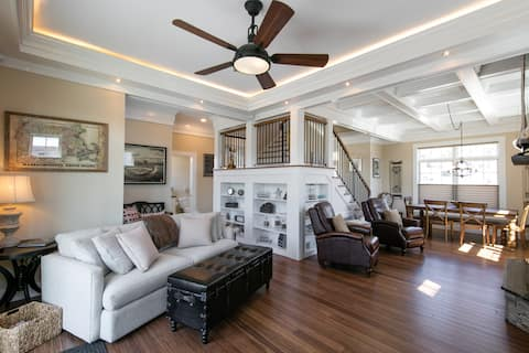 Home on Perkins Cove / Marginal Way