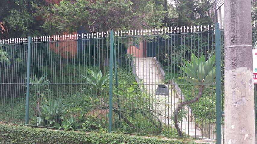 Quartos casa tranquila prox metrô Sumaré (pintass)