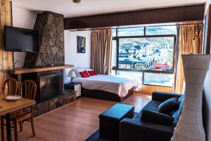 STUDIOS-LOW AREA AT THE FOOT OF THE SKI SLOPES.