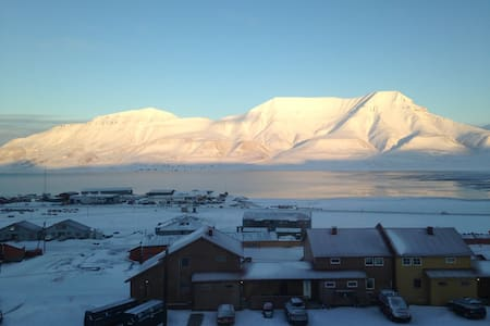Cosy private room in an appartment with great view - Longyearbyen