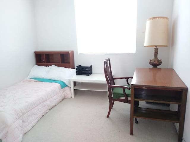 Comfortable and quiet room shared house
