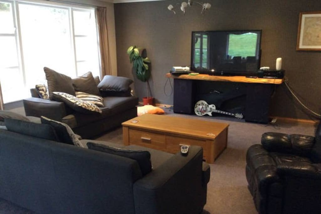 Living room with large TV, Chromecast, Sky Sport, ...