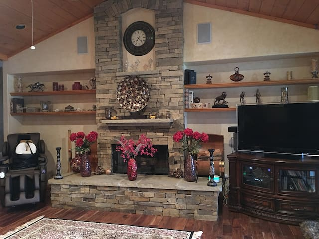 Beautiful Home by Wholefoods, 3 Streams, hiking