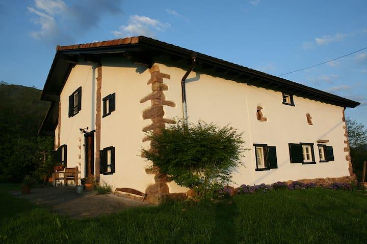 Chambre avec vue sur La Rhune! - Zugarramurdi - House