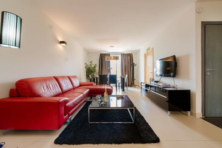 The Olive 3 - Stylish 2 bedrooms Flat, Wi-Fi,  A/C